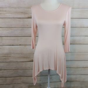 4/$20 NWT Flowy Top With Necklace Size M